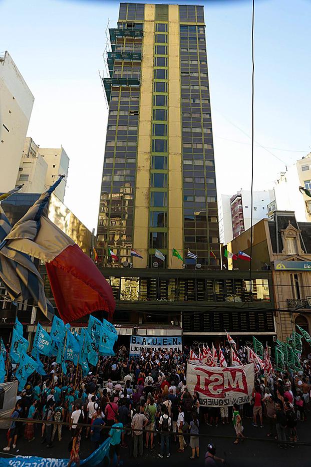 bauen grattacielo lavoratori 621